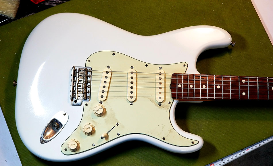 How to Setup a Fender Stratocaster Guitar | Guitarist Lab
